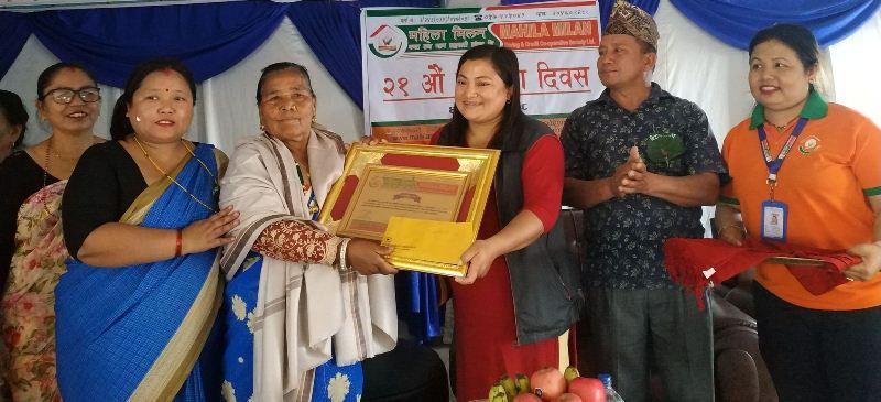 महिला मिलन साकोसको स्थापना दिवसमा मामाघरलाई सहयोग :: Sahakari Akhabar